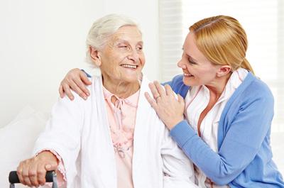 Altenpfleger bekommt Besuch